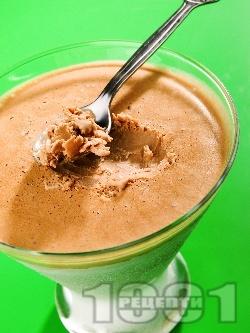 Шоколадово парфе / крем с течна готварска сметана и жълтъци - снимка на рецептата
